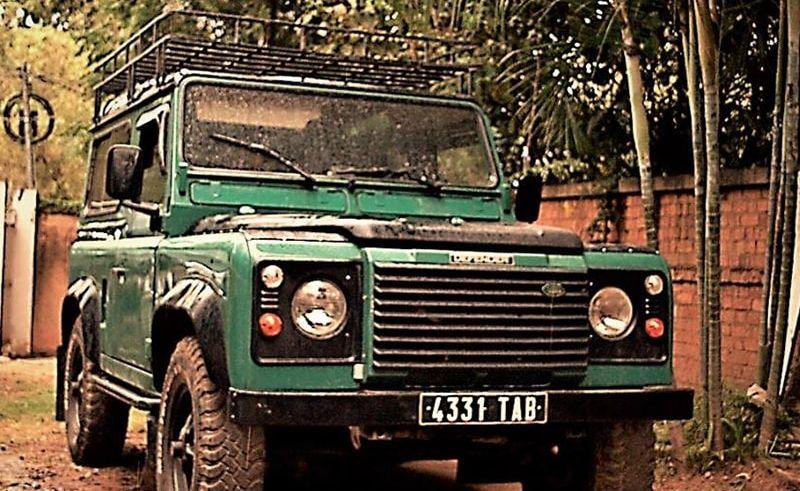 Land Rover Defender 90 LOCATION 4X4 TOUR opérateur agence de voyage